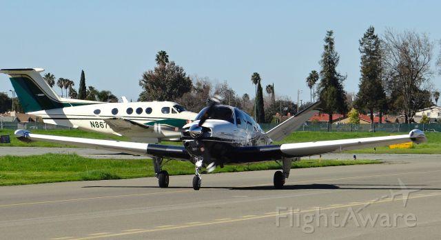 Beechcraft 35 Bonanza (N69XG) - Local Beech Bonanza 35 taxing in with King Air F90 in background.