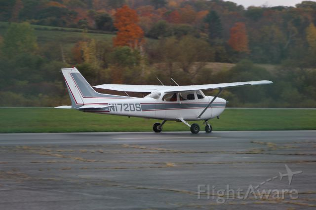 N172DS — - N172DS 1975 CESSNA 172M TEAMFLYS LLC CLARKSBURG, MA br /KAQW Harriman-and-West Airport North Adams, Massachusettsbr /Photo taken by Christopher Wright