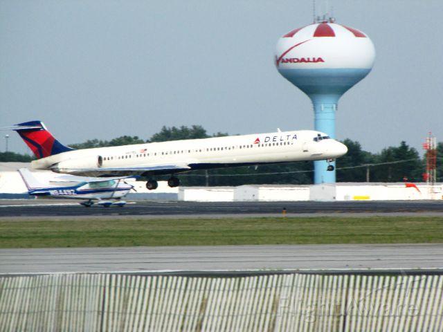 McDonnell Douglas MD-88 (N917DL)