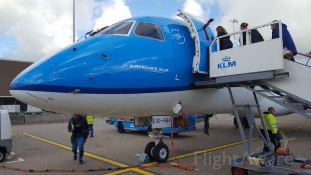 Embraer 175 (KLM1809)