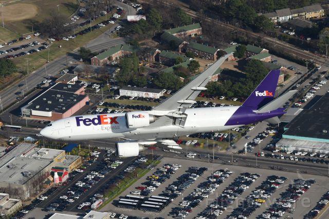 BOEING 777-200LR (N852FD)
