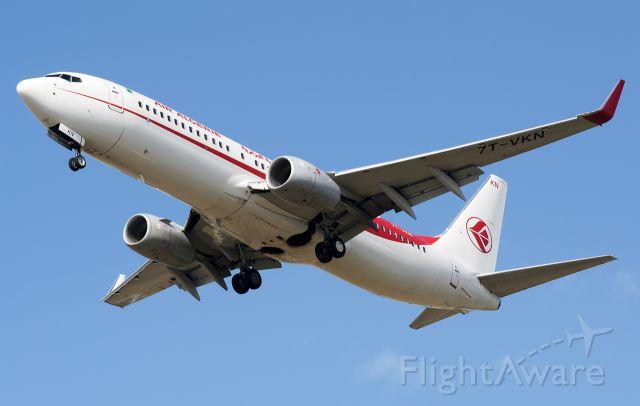 Boeing 737-800 (7T-VKN)