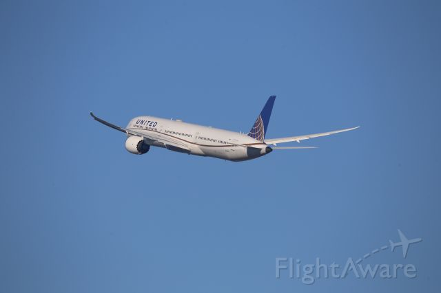 BOEING 787-10 Dreamliner (N12003)