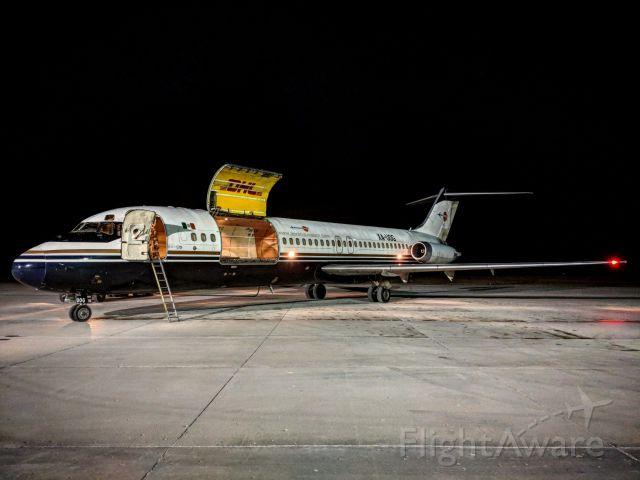 McDonnell Douglas DC-9-30 (XA-UOG) - Late night cargo run
