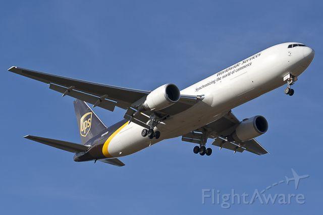 BOEING 767-300 (N344UP)