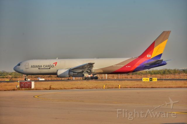BOEING 767-300 (HL7507)