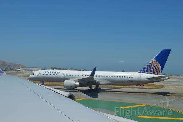 Boeing 757-200 (N588UA)