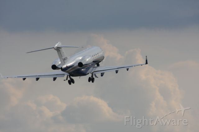 Bombardier Challenger 300 (N521FX) - Leaving Gainesville, GA on a Friday night
