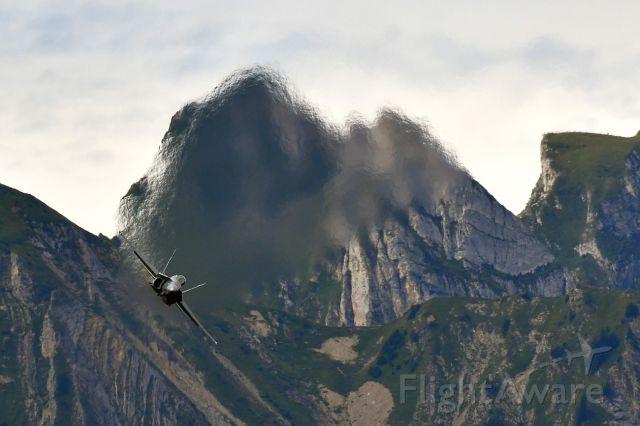 McDonnell Douglas FA-18 Hornet (J5018) - Solo demonstration in Thun, Switzerland. (08-17-2019)