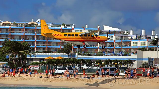 Cessna Caravan (N940HL) - 11/12/2015. Maho Beach.