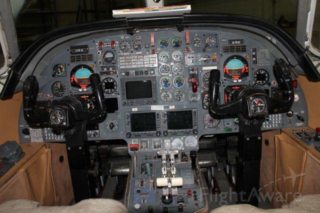 Dassault Falcon 10 (C-FZOP) - Cockpit view!