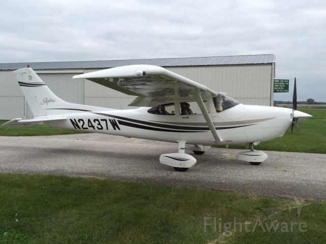 Cessna Skylane (N2437W)