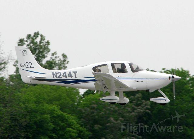 Cirrus SR-22 (N244T) - Landing on 14 at Downtown Shreveport.
