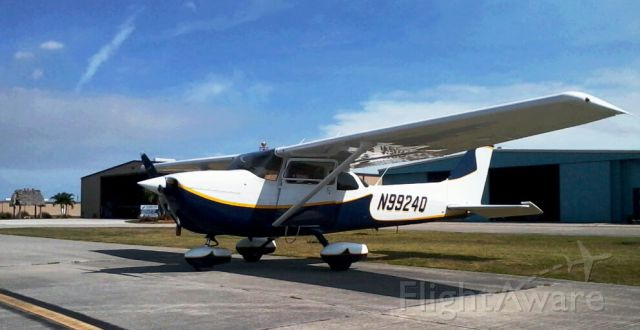 Cessna Skyhawk (N9924Q) - Waiting for fuel at 2IS