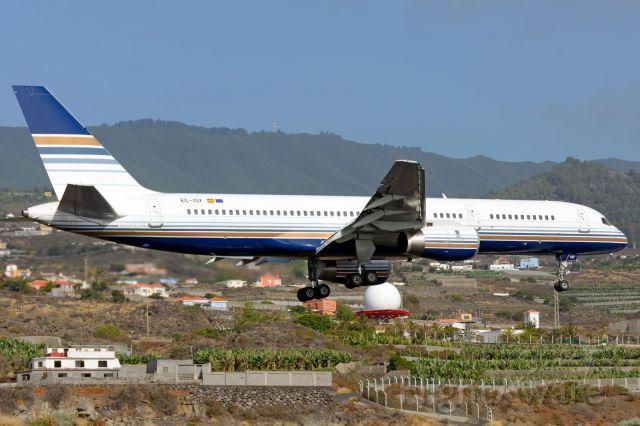 Boeing 757-200 (EC-ISY)