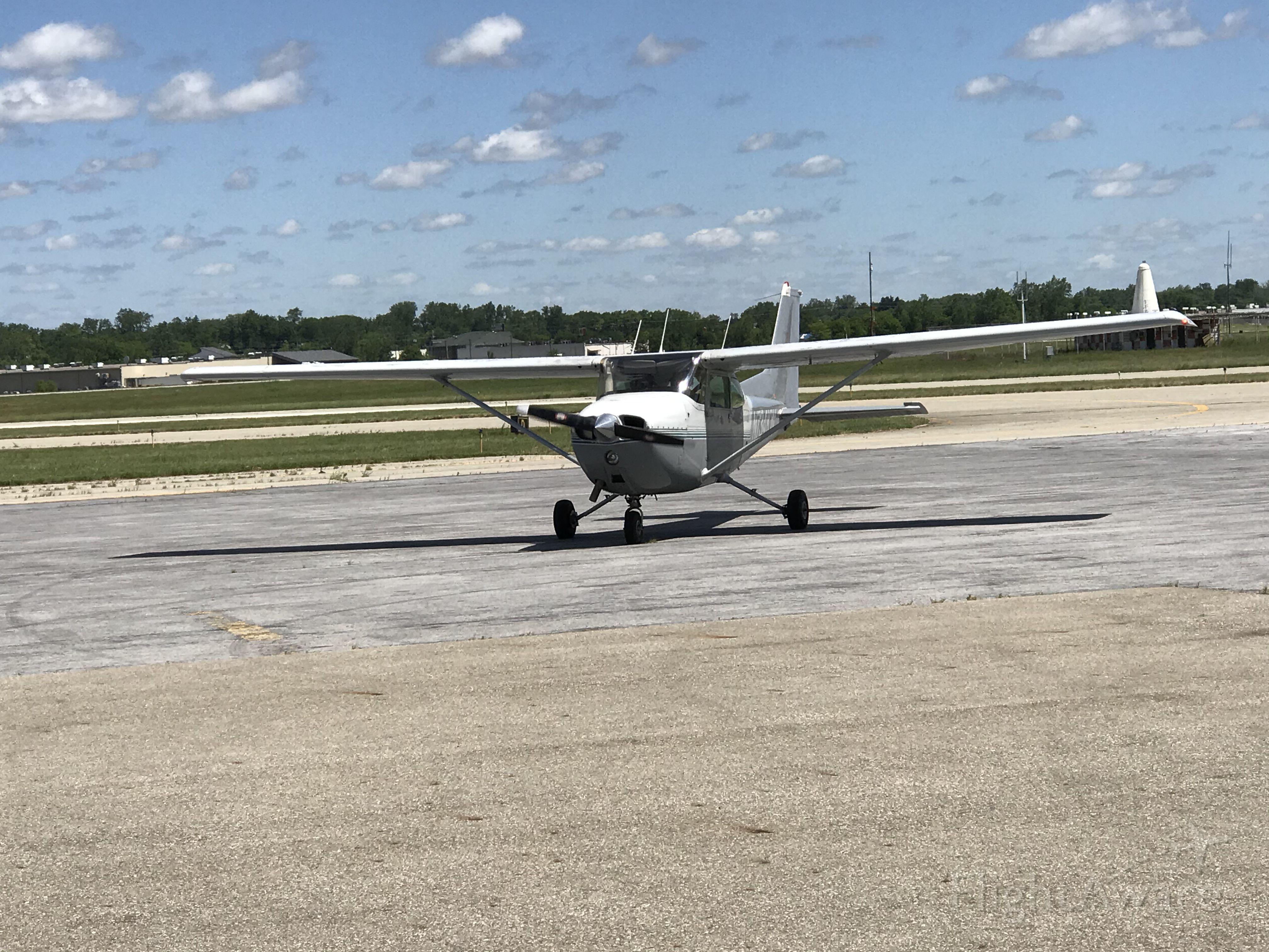 Cessna Skyhawk (N734KW) - Landing at JXN