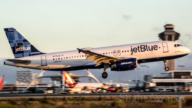 Airbus A320 (N779JB) - A jetBlue A320 coming into lax during golden hour after a 4hour transcon from Bostoooon