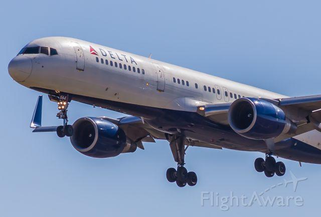 Boeing 757-200 (N664DN)