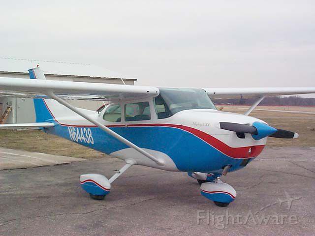 Cessna Skyhawk (N64438)