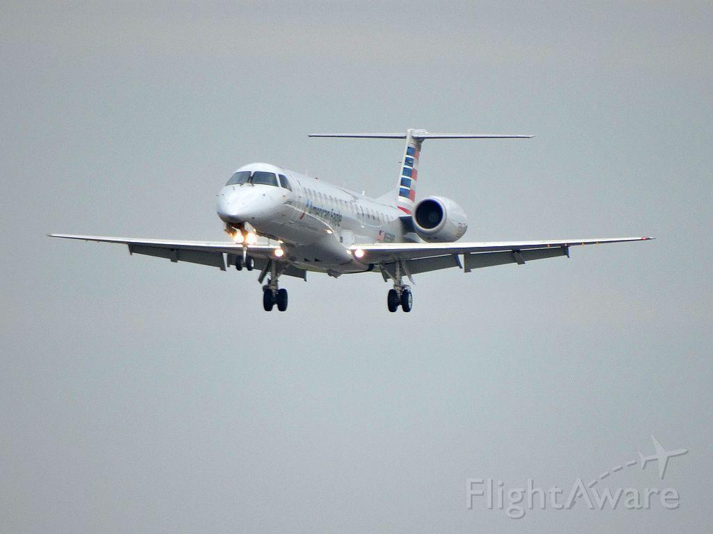 Embraer ERJ-145 (N925AE)
