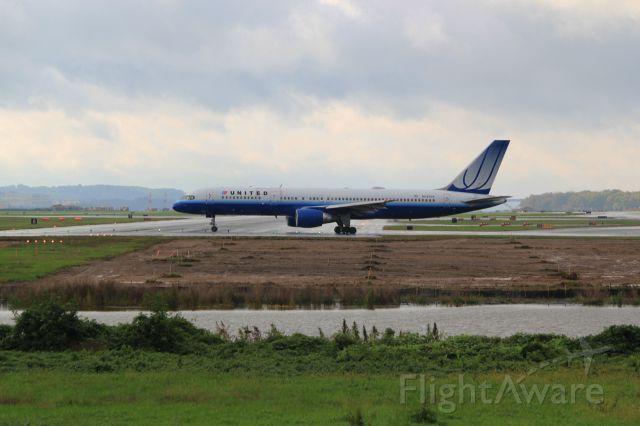 Boeing 757-200 (N593UA)