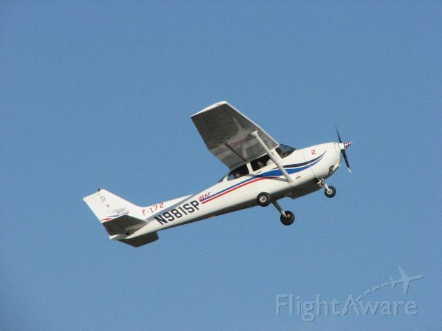 Cessna Skyhawk (N981SP) - Seen here wearing pseudo-Thunderbirds mkgs during the NIFA Region 4 SAFECON 2007 competition