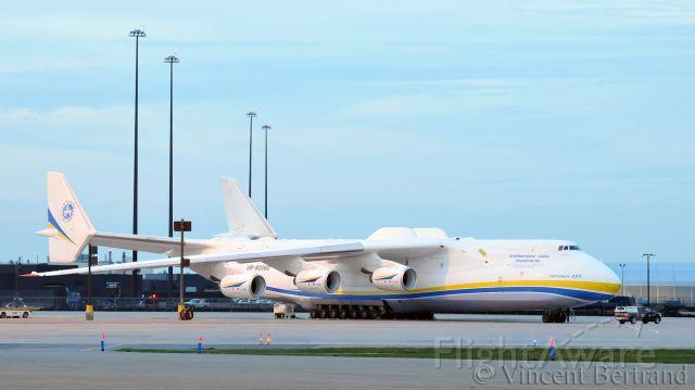 Antonov Antheus (UR-82060) - L'Antonov An-225 à l'aéroport de Mirabel, 24 mai 2020