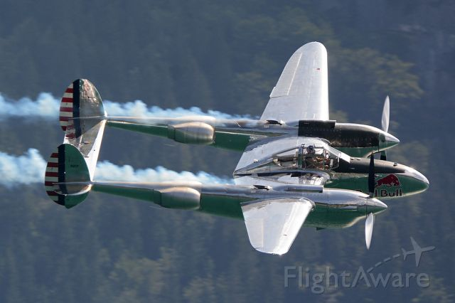 Lockheed P-38 Lightning (N25Y) - Overflight at Wolfgangsee