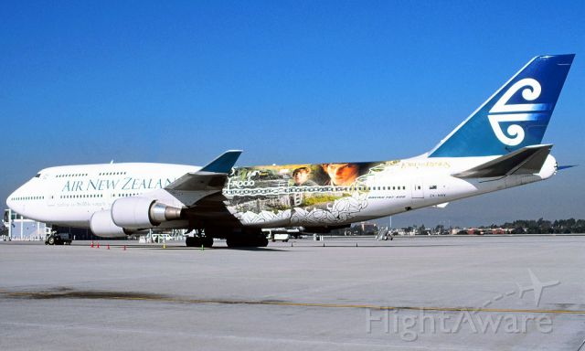Boeing 747-400 (ZK-NBV) - wow I just was up close and personal this day when i had taken this photo of air new zealand