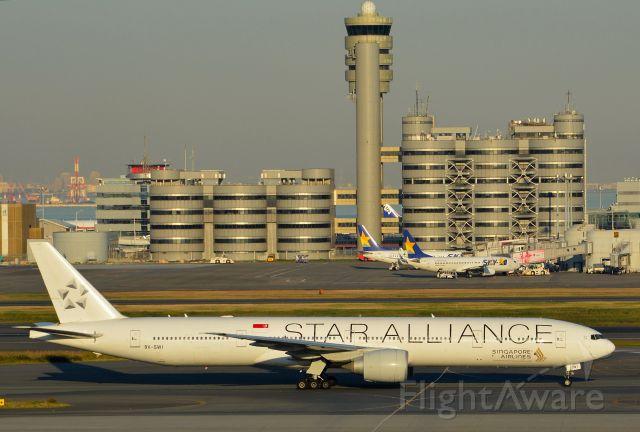 BOEING 777-300 (9V-SWI)