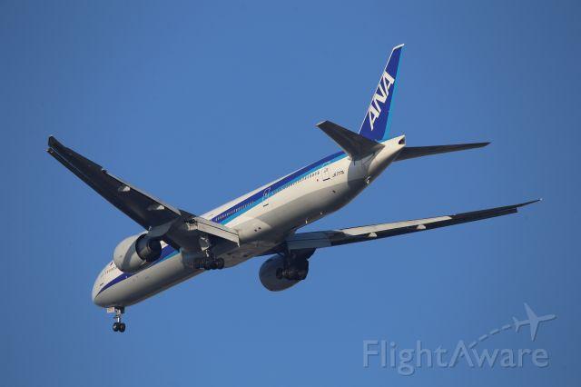 BOEING 777-300ER (JA777A)