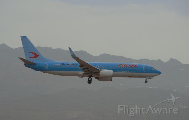 Boeing 737-800 (I-NEOS)