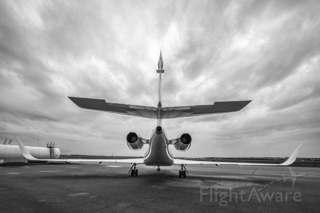 Dassault Falcon 2000 (N881Q)