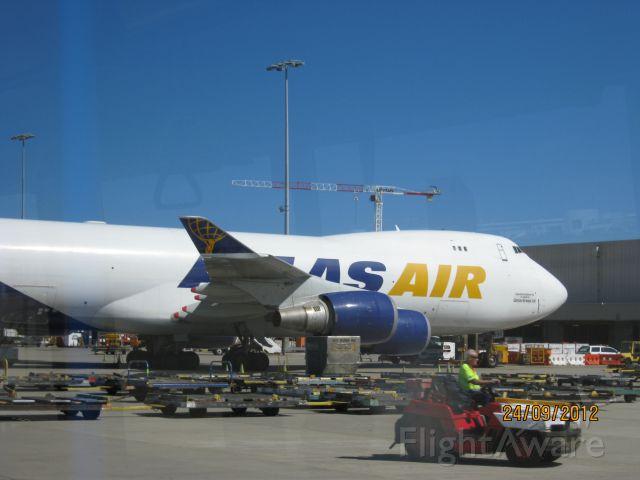 — — - polar air 747 400