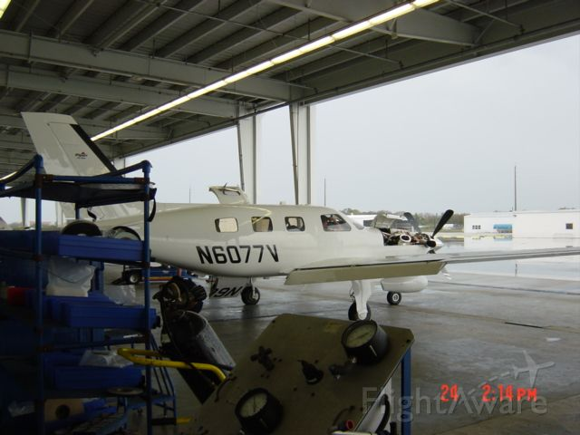 Mooney M-20 (N6077V) - Final checks at Piper VRB 2/2010