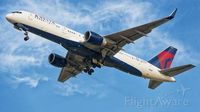 Boeing 757-200 (N554NW)