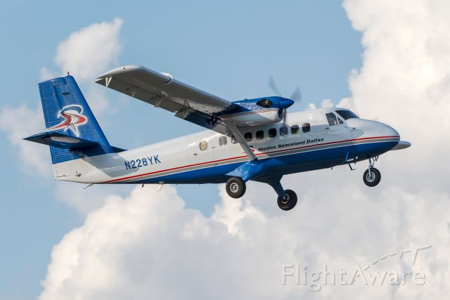 De Havilland Canada Twin Otter (N228YK) - Great to see this 1969-built Twin Otter still flying around 50 years later. Departing with jumpers prior to the Addison Kaboom Town air show.