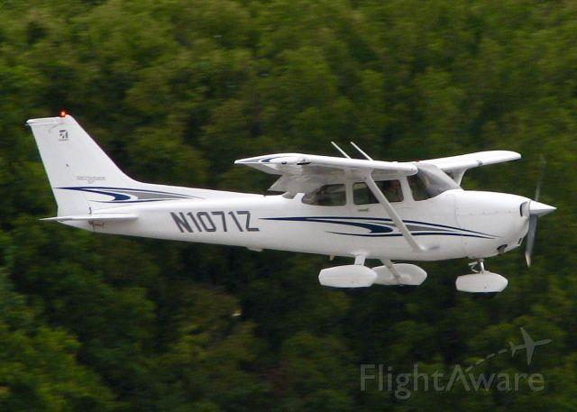 Cessna Skyhawk (N1071Z) - At Downtown Shreveport.