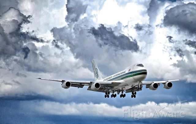 Boeing 747-200 (N490EV)