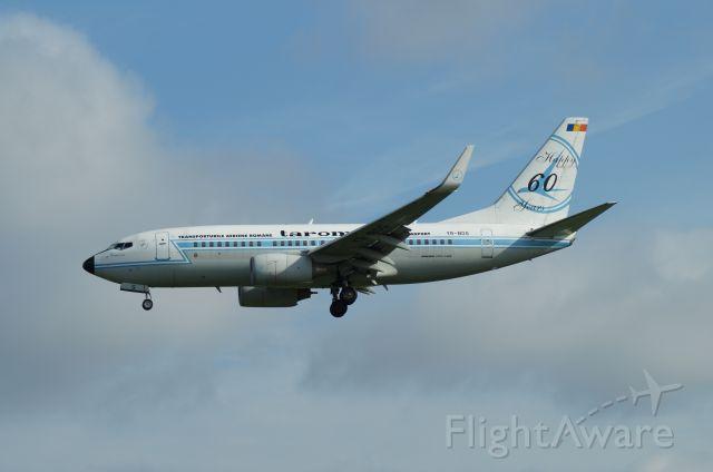 Boeing 737-700 (YR-BGG)
