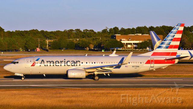 Boeing 737-800 (N978NN)