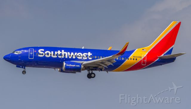 Boeing 737-700 (N643SW) - Southwest in classy attire on short finals for runway 24R at LAX