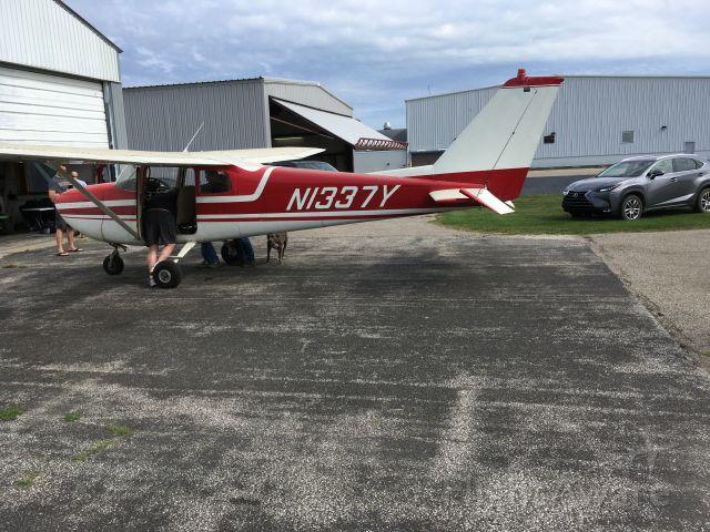 Cessna Skyhawk (N1337Y) - Preflight check for N1337Y
