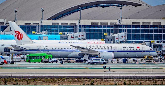 Boeing 787-9 Dreamliner (B-7899) - B-7899 Air China Boeing 787-9 Dreamliner s/n 34311 - Los Angeles International Airport (IATA: LAX, ICAO: KLAX, FAA LID: LAX)br /Photo: TDelCorobr /September 3, 2017