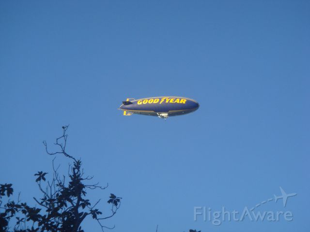 """Unknown/Generic Airship (N10A) - C/N 4117 GZ-20A Goodyear Airship """"Spirit Of America"""" flying over the Rose   Bowl Parade 1JAN2015"""