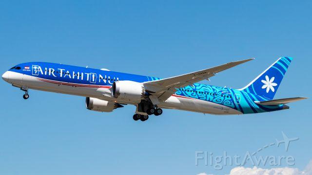 Boeing 787-9 Dreamliner (F-OVAA) - Air Tahiti Nui's newest 787-9 departing KPDX as BOE926 heavy.