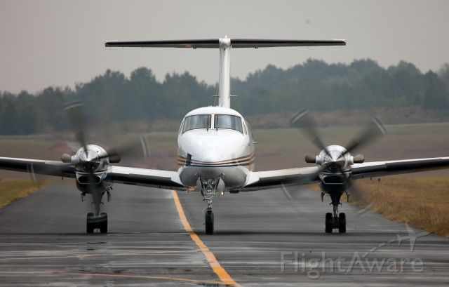 Beechcraft Super King Air 350 (N904MC) - Taxiing on the ramp after landing RW 08.