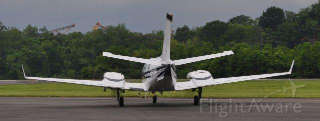 Beechcraft Duke (N100RA)