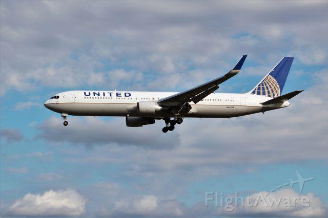 BOEING 767-300 (N641UA)