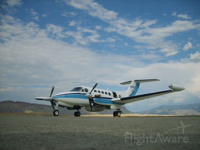 Beechcraft Super King Air 200 (N44U) - Preparing for post inspection flight-test, before going back into service with Intermap Technologies, Aug 2007.